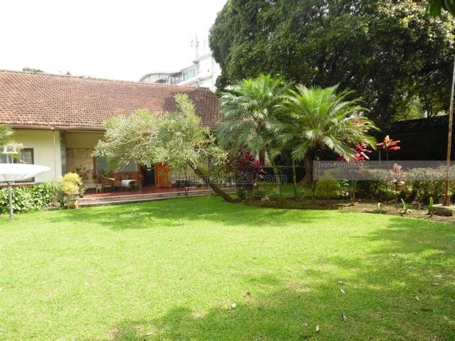 Rumah dekat Bumi Sangkuriang Kiputih dan Hotel Padma Ciumbuleuit Bandung, Ciumbuleuit, Bandung