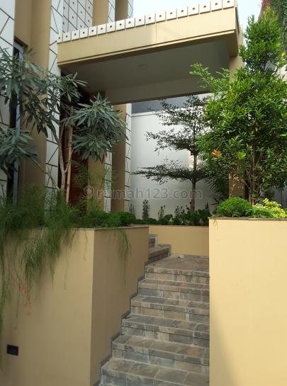 Ekslusif town house,3lt,hadap selatan,dekat stasiun Mrt, Cilandak, Jakarta Selatan