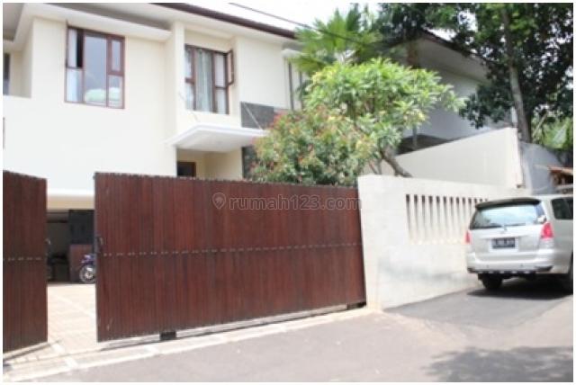 Rumah Mewah Kemang 2 Lantai 4 BR Full Furnished Halaman Luas Kolam Renang, Kemang, Jakarta Selatan