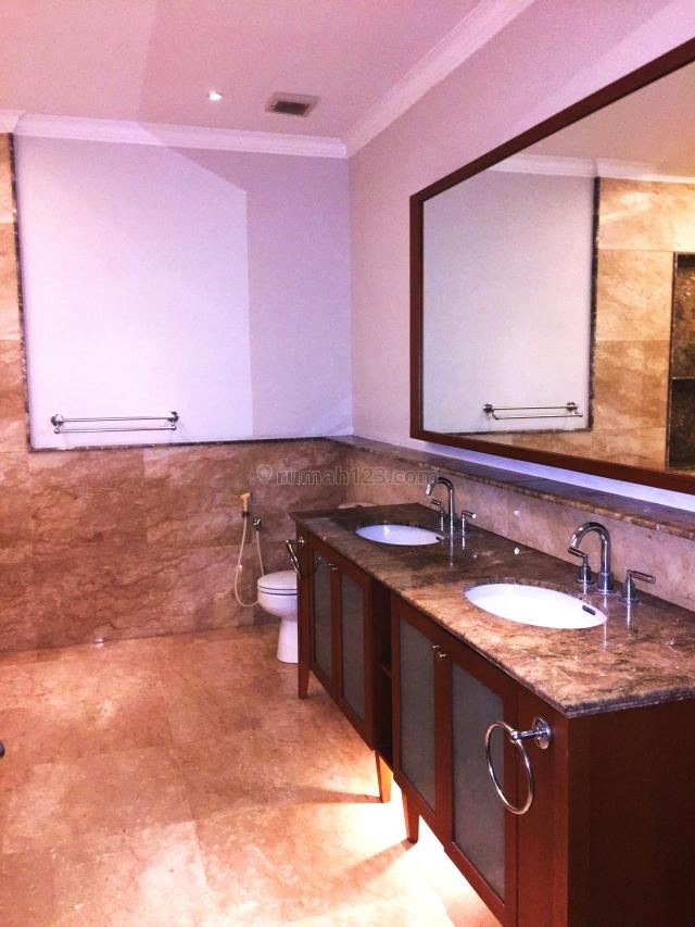 rate USD 2600/month, you get good location house, Pondok Indah, Jakarta Selatan