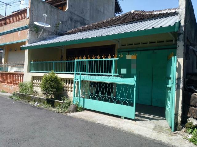 Rumah Tengah Kota Siap Pakai, Purwosari, Solo