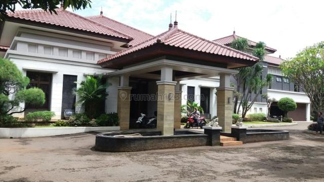 Rumah Bagus Fasilitas Lengkap hanya 100m Ke Jalan Fatmawati Raya, Lebak Bulus, Jakarta Selatan
