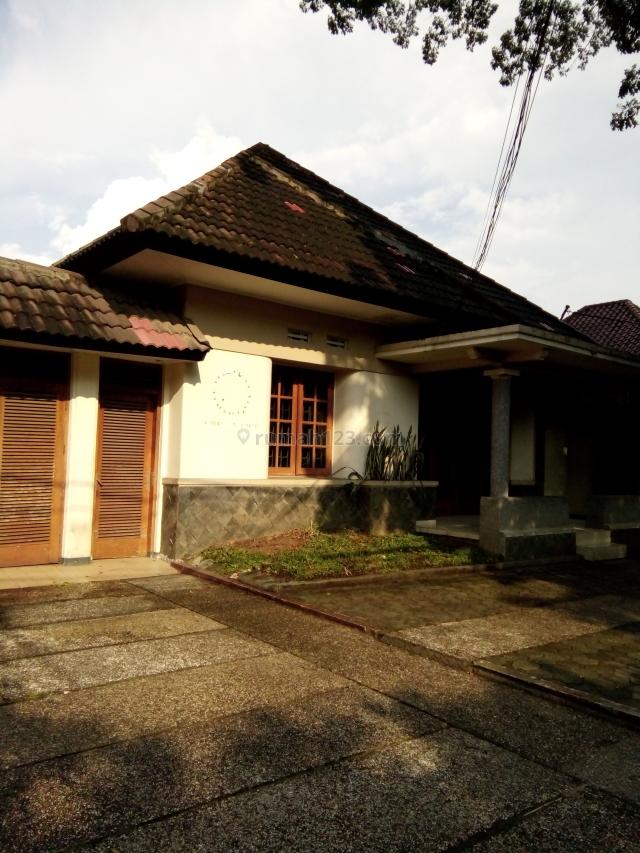 Rumah Belanda Rapih terawat strategis akses jalan lebar sayap Dago Bandung, Dago, Bandung