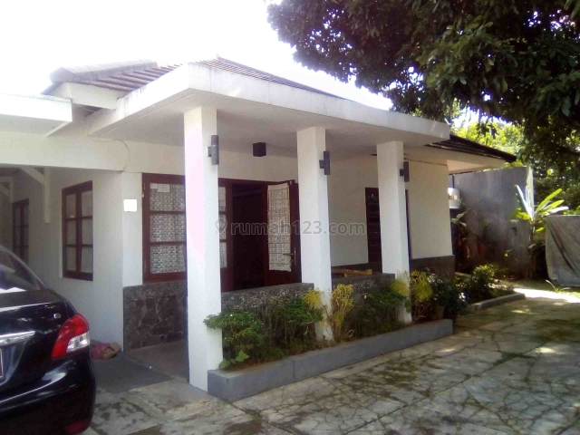 Rumah tanah besar Strategis cocok untuk kos-kosan, kantor, usaha lainya di daerah muararajen supratman bandung, Arcamanik, Bandung