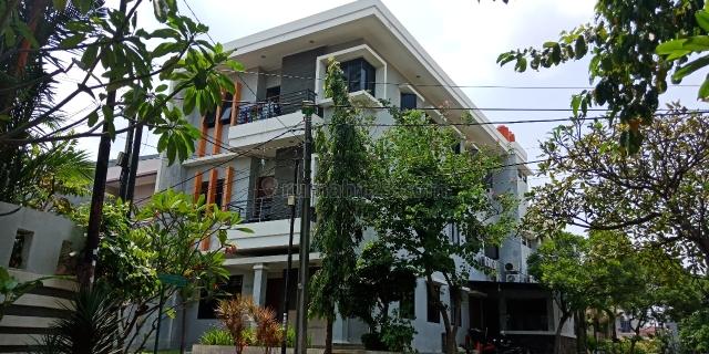 Rumah Kost Kelapa Gading di bawah harga pasar, LT 239 m2, 3 Lantai, Hanya 25 juta / Meter Posisi  HOEK, Kelapa Gading, Jakarta Utara