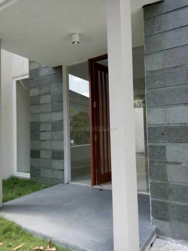 rumah baru 2 lantai dekat tol gayamsari dan 5 mnt dari simpanglima, Majapahit, Semarang