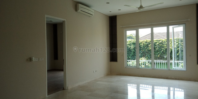 "Nice town house in kemang area ""price can be negotiable"", Kemang, Jakarta Selatan"