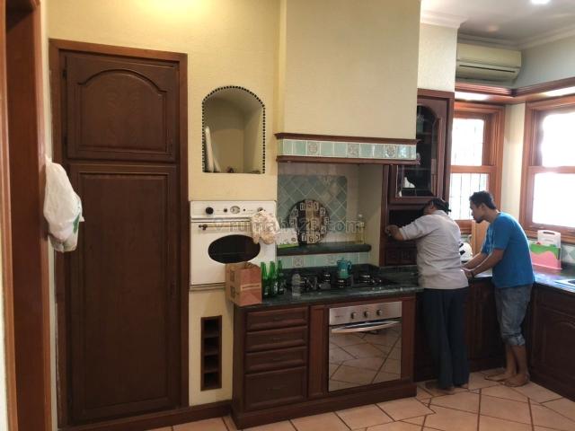 Rumah Siap Huni di Kemang Dalam Jakarta Selatan ada Kolam Renang, Kemang, Jakarta Selatan