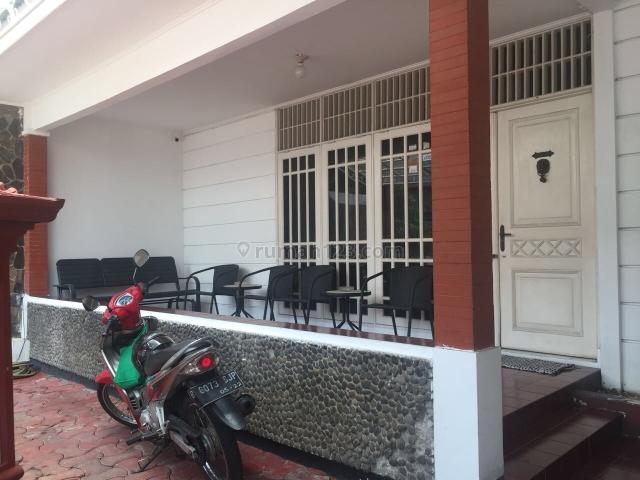 Rumah Lama dan Terawat di Komplek Taman Gandaria, Harga Bagus, Gandaria, Jakarta Selatan