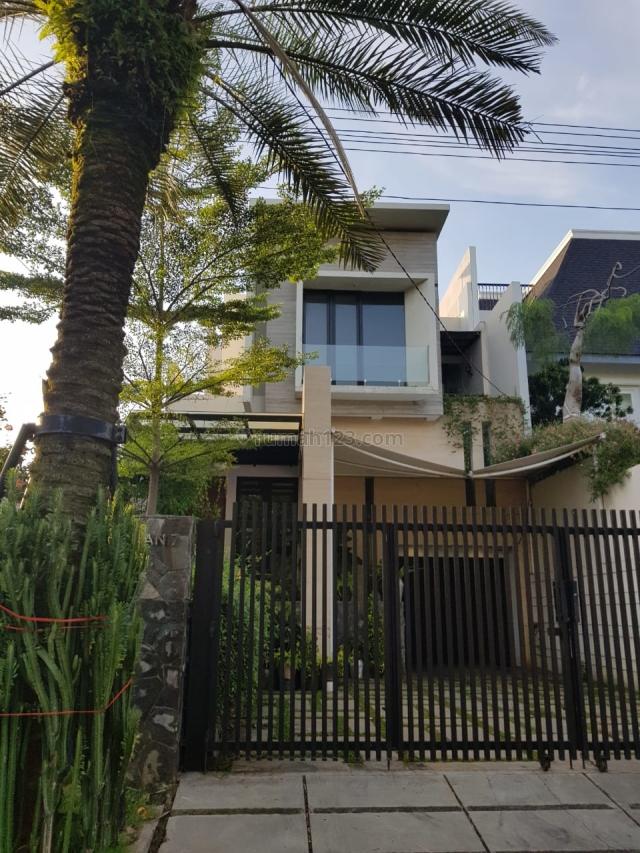 Rumah Mewah di Menteng Siap Huni, ada Pool, Menteng, Jakarta Pusat