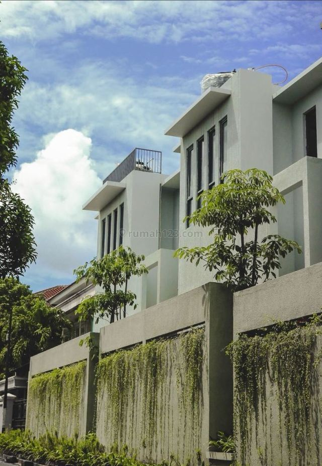 """Good House for rent, suitable for office  """"The price can be negotiable"""", Kemang, Jakarta Selatan"""