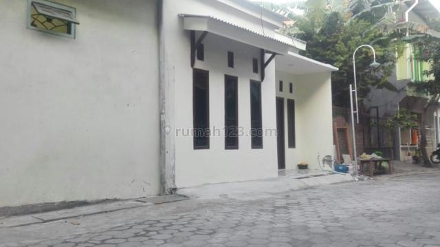 Rumah di Jln Dr Wahidin Gresik, Kebomas, Gresik