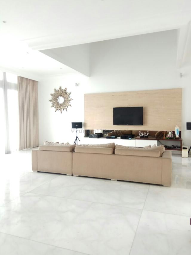 Rumah Classic ,ada Pool , semi furnish, Pantai Indah Kapuk, Jakarta Utara