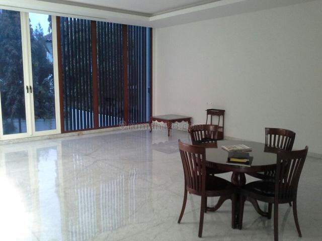 rumah di simprug, Simprug, Jakarta Selatan