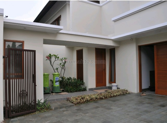 Beautiful house in Cipete area, the price can be negotiable, Cipete, Jakarta Selatan