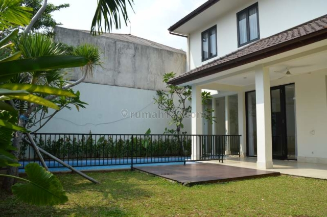Bright house in a compound in Kemang. Must see, Kemang, Jakarta Selatan