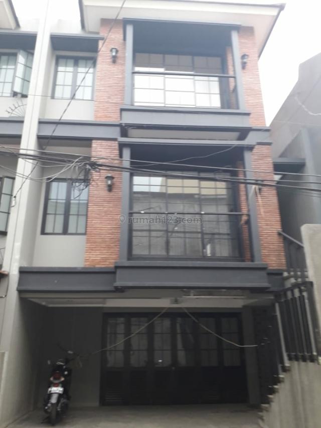 Rumah Bagus di Lokasi sangat strategis Mt Haryono Tebet Jakarta Selatan, MT Haryono, Jakarta Selatan
