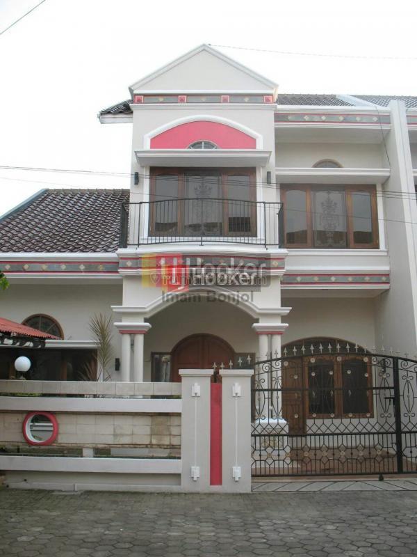Rumah 2 lantai tengah kota di perumahan modern hijau asri kudus, Jati, Kudus