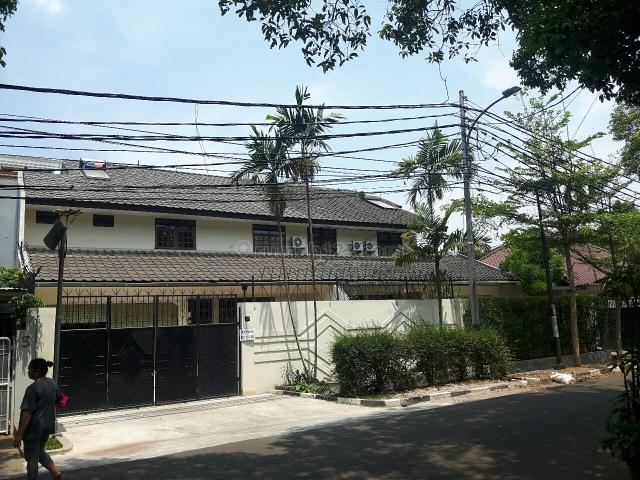 rumah nyaman di lokasi nyaman, Kebayoran Baru, Jakarta Selatan