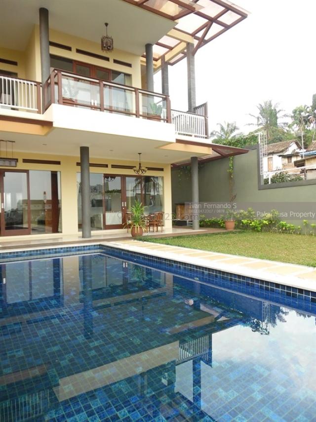 Rumah Lux Ciumbuleuit ada Kolam renang Cocok untuk Expatriat, Ciumbuleuit, Bandung