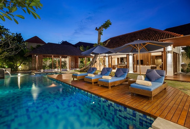 4 Bedrooms Freehold Villa For Sale with a modern and tropical charm designed in Seminyak, Seminyak, Badung