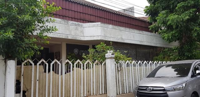 rumah lama dekat sarana umum, Pulo Asem, Jakarta Timur
