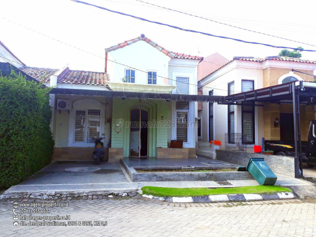Rumah Elegant di Komplek Grand Garden, Jln Brigjen Hasan Kasim Celentang, Kalidoni, Palembang