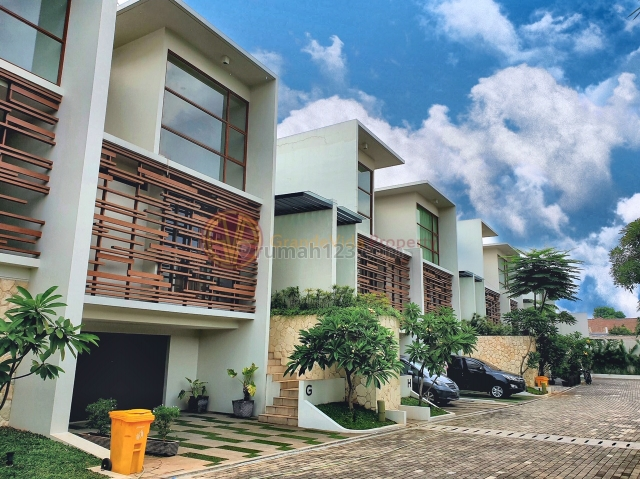 JERUK PURUT / AMPERA-RUMAH SIAP HUNI 3 LANTAI, TOWNHOUSE LUAS DAN NYAMAN, Ampera, Jakarta Selatan