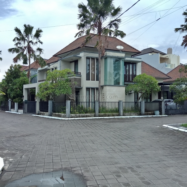 cozy House with a quiet environment and hook position, Jimbaran, Badung