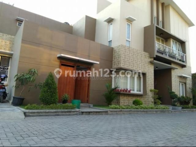 Rumah mewah di cluster elite baturan, Jajar, Solo
