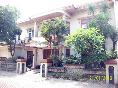 Jual Rumah Mewah 2 Lantai, Lingkungan Elite, Row Jalan Lebar + Paving, Bisa untuk Rumah Tinggal / Kantor, Siap Huni - TAN -, Jemursari, Surabaya