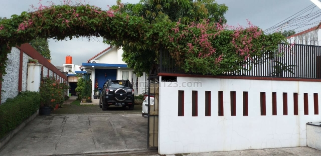 Rumah Luas dengan halaman dan taman yg luas startegis di jatibening bekasi, Jatibening, Bekasi