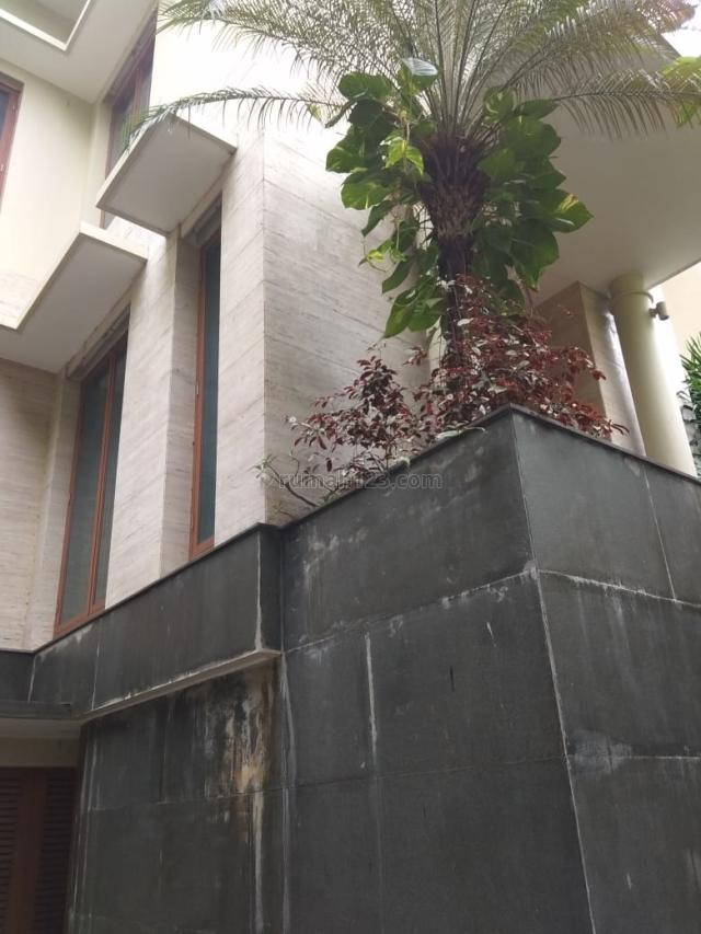 RUMAH JL.DENPASAR BARAT KUNINGAN 4500 USD, Kuningan, Jakarta Selatan