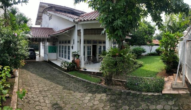 RUMAH ASRI LAHAN LUAS DI JATIBENING BARU PONDOK GEDE BEKASI, Jatimakmur, Bekasi