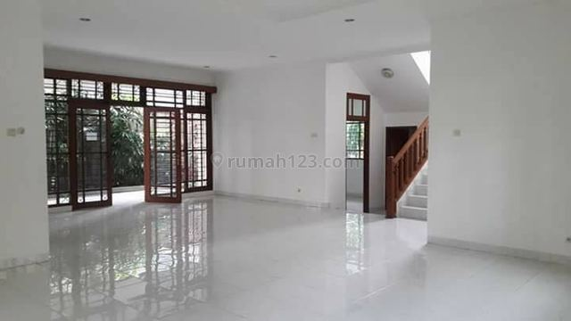 Cozy Townhouse For Your Family, Kemang, Jakarta Selatan