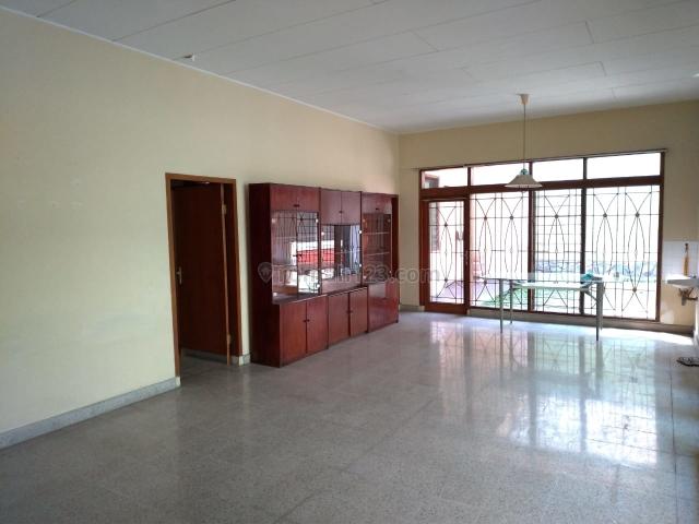 Rumah Terawat di Setrasari, Setra Sari, Bandung