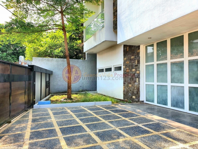 CIPETE - 2 LANTAI PLUS ROOFTOP, 5 MENIT KE MRT STATION, Cipete, Jakarta Selatan
