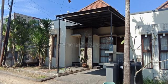 Minimalist house with a strategic location in Jimbaran, Jimbaran, Badung