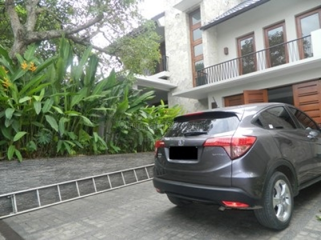 Modern House and Built as Villa with High Ceiling and Quiet Area and Behind CITOS, Cilandak, Jakarta Selatan