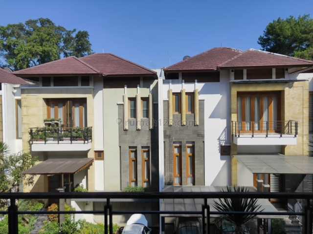 Town House mewah Bale Pakuan  full furnished harga murah, Ciumbuleuit, Bandung