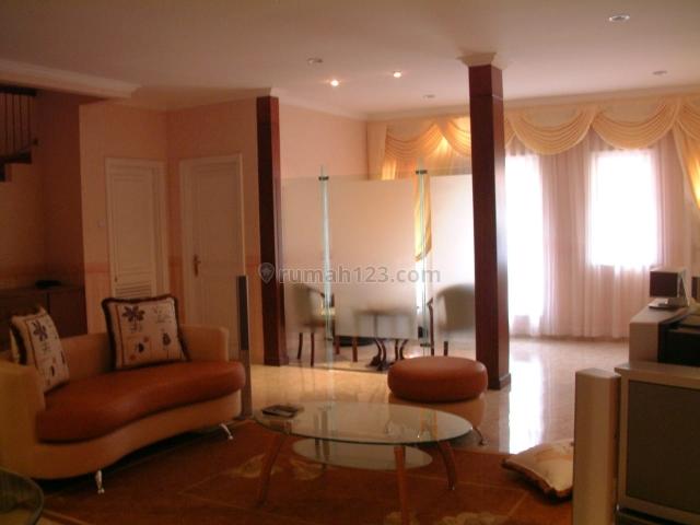 Rumah bagus 2 1/2 lantai baru renov  dengan keamanan 24 jam, Cibubur, Jakarta Timur