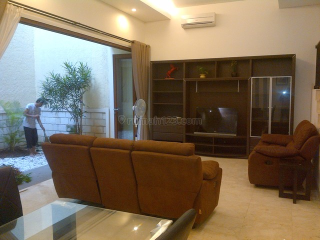 Nice House In A Tow House,fully Furnished,close To Gatsu, Pejaten, Jakarta Selatan