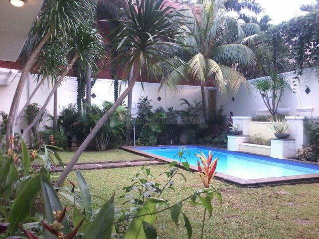 Nice House,big Pool & Garden,quiet Neighborhood,strategic, Kemandoran, Jakarta Selatan