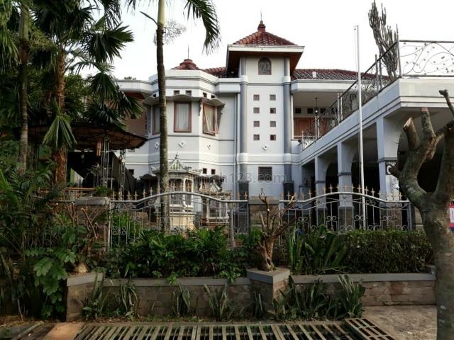 Rumah Besar Cantik Halaman Luas Kawasan Elit Kemang Bekasi Jawa Barat, Kemang Pratama, Bekasi