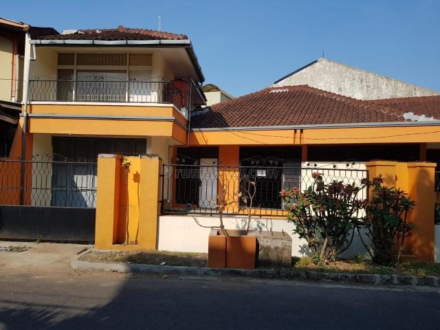 Rumah cocok untuk kantor di sayap komplek batununggal indah, Buah Batu, Bandung