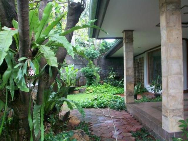 clasic house at quiet area, Kebayoran Baru, Jakarta Selatan