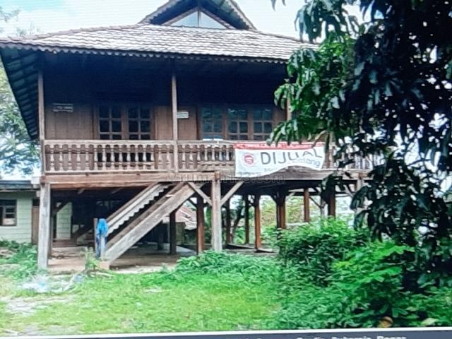 Rumah Kayu di Gunung Geulis, Sukaraja, Bogor