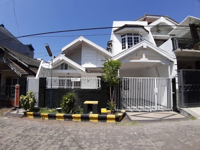 Wiguna rungkut lokasi regency dan onegate.  Dwkat tol dan bandara juanda, Rungkut, Surabaya