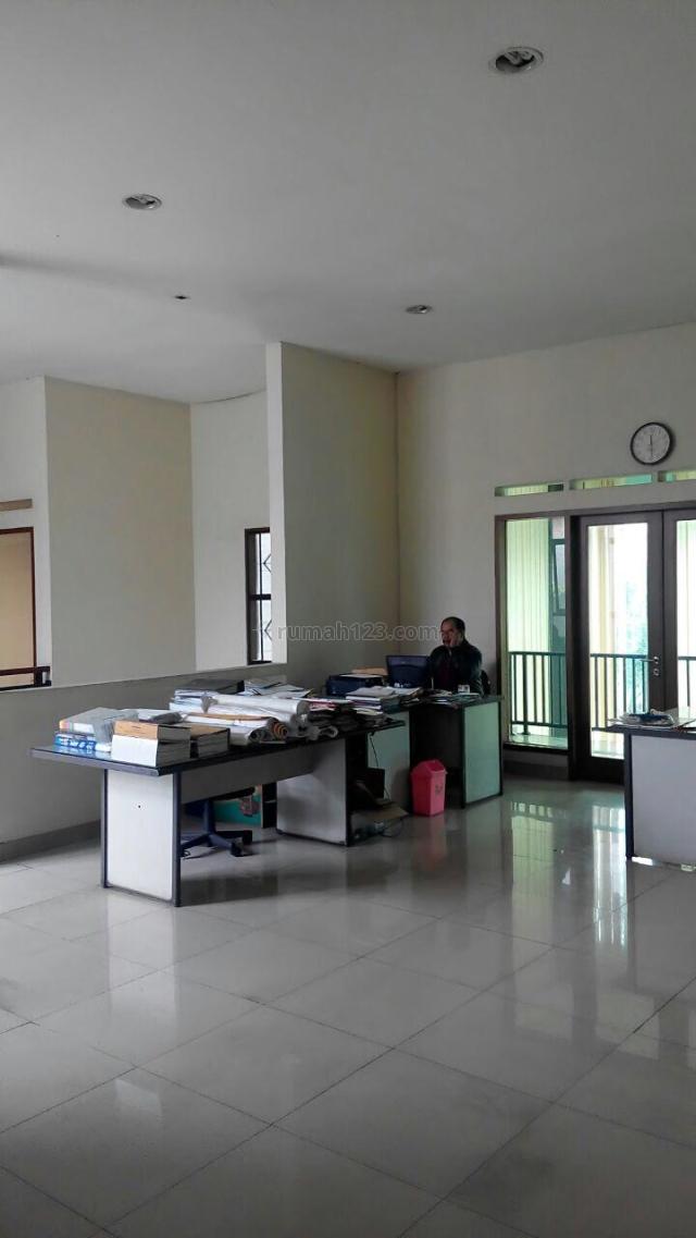 Rumah pusat kota sayap di jalan Riau Bandung, Riau, Bandung