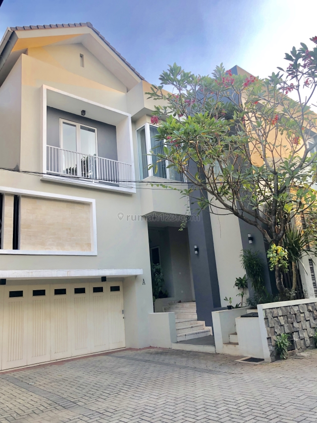 Modern minimalist house in compound in Kemang Jakarta Selatan, Kemang, Jakarta Selatan